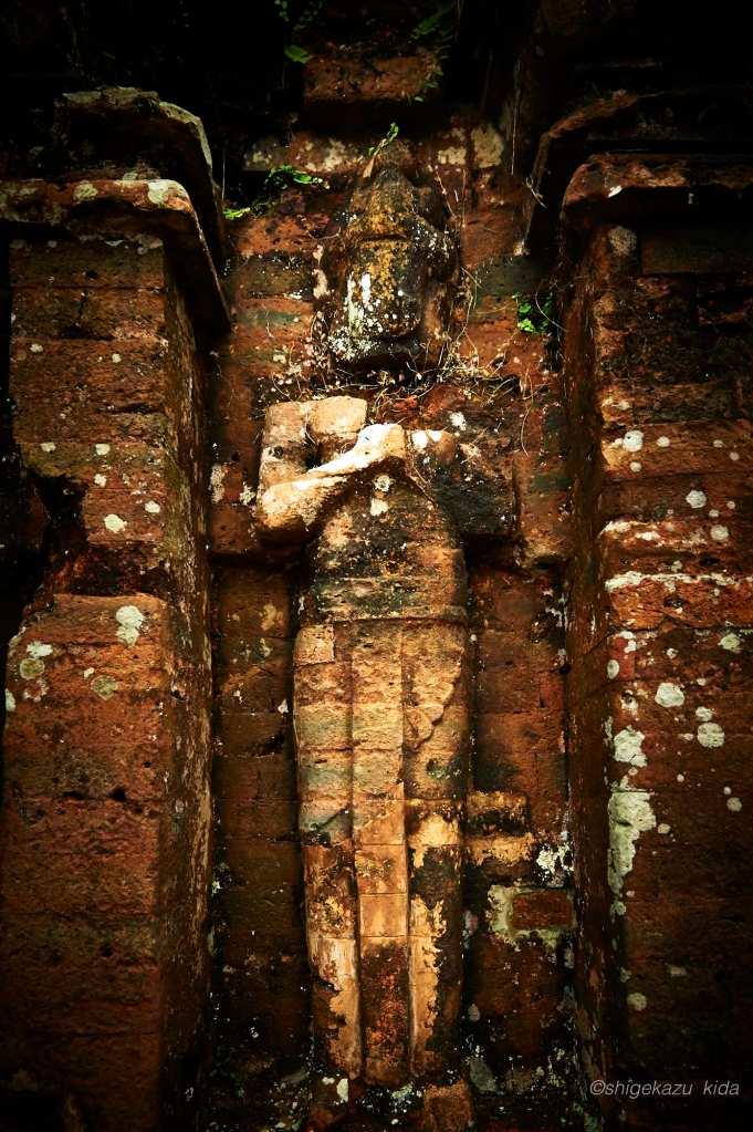 ベトナムMySonSanctuary(ミーソン遺跡)の祠堂のレリーフ石像