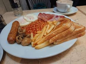 Real English Breakfast. At this joint, I felt like I was on Tom Mboya Street.