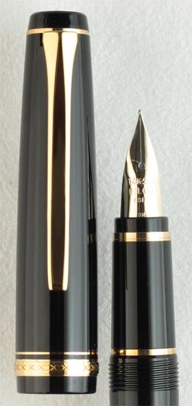 pilot-falcon-resin-black-nib-detail
