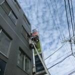 杉並区高円寺で不動産屋さんの袖看板・ファサード看板の蛍光灯交換