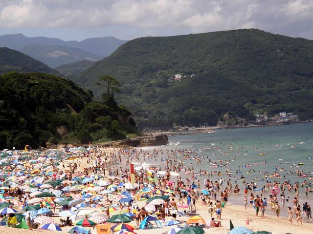 東京近郊のきれいな海その1白浜大浜海水浴場が人気