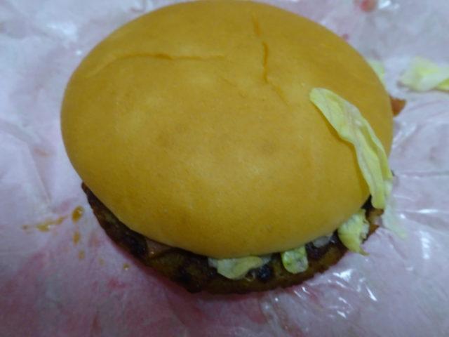 ベーコンマックポーク=マクポ(マクドナルド)は香ばしいポークパティとジューシーでスモーキーなベーコン豚肉バーガー