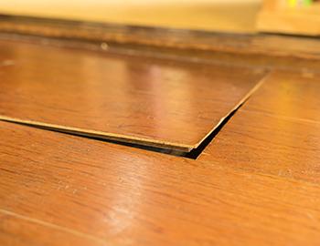 長野市フローリングの床鳴りやきしみの補修リフォームについて