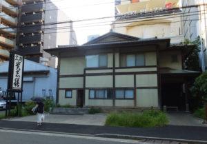 「割烹 貴志膳(かっぽうきしぜん)」の建物は2016年8月6日現在も残っていた
