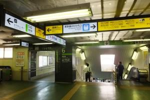 横浜線からは新幹線・地下鉄・イベント客が同じ導線で進む