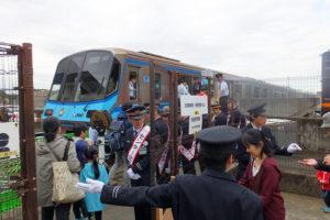 車両基地から新羽駅までを走る特別列車も2本運転、チケットはすぐに売り切れていました