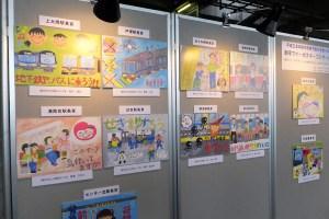 マナーポスターコンクールの、日吉駅長賞や新横浜駅長賞などの入賞作も展示