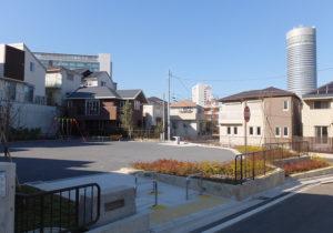新横浜駅の篠原口から近い住宅開発地内に設けられた「表谷第二公園」