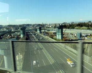横浜青葉インターチェンジ付近では大掛かりな工事が行われている(2017年3月)