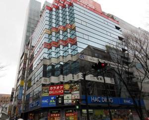 新横浜2丁目南側交差点にあるYK-8ビル