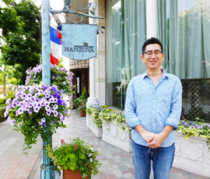 HANZOYAグループを経営する株式会社ドリームカムトゥルー企画代表取締役の加藤英二さんは「フランス料理HANZOYA(ハンゾウヤ)」のオーナーシェフ