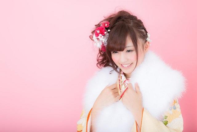 成人式の袴を着た女性