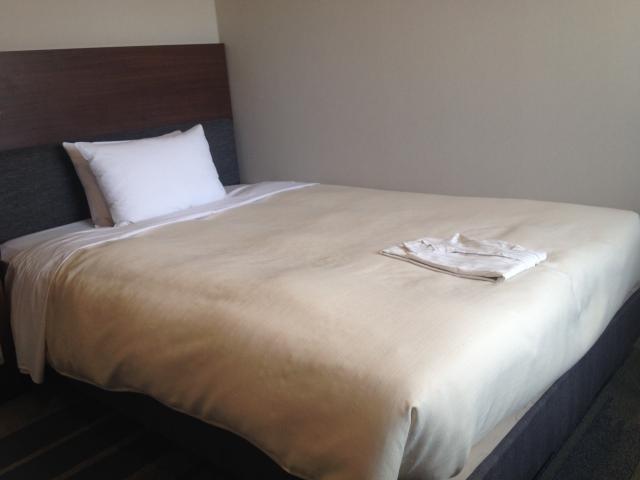 ビジネスホテルのベッド