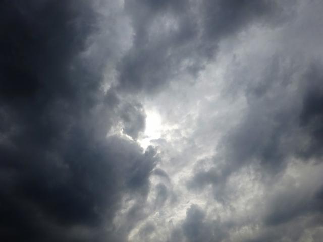 雨の降りそうな曇り空