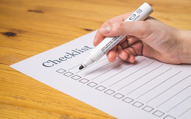 チェックリストとペン