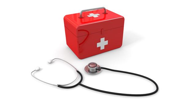 赤い救急箱と聴診器