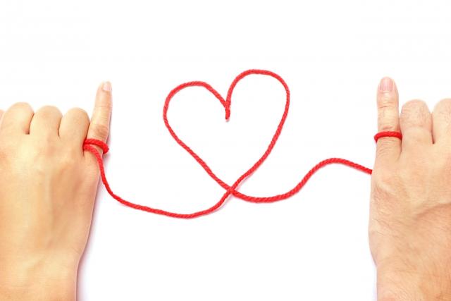 赤い糸とハートマーク