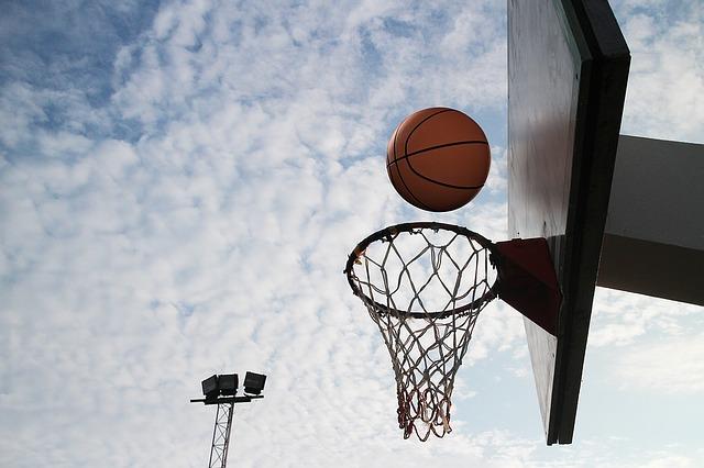 バスケのゴールとボール