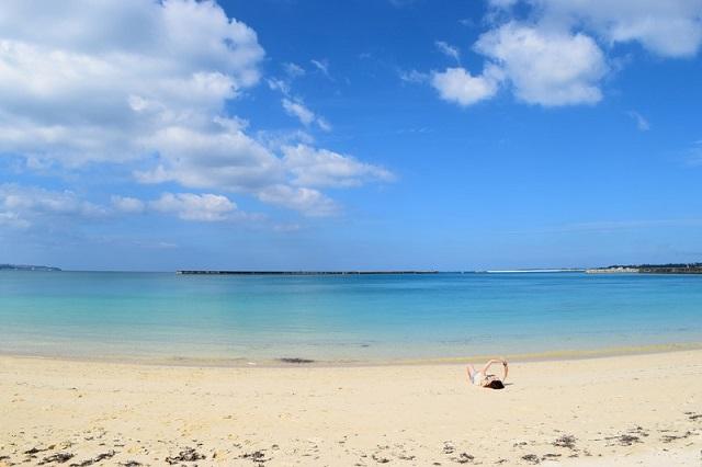 沖縄の綺麗な海と砂浜