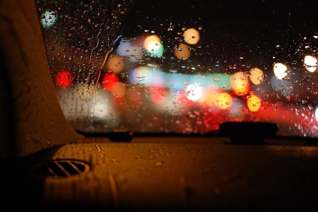 雨の日の車内