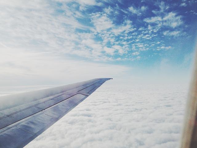 飛行機の客室から撮った外の写真