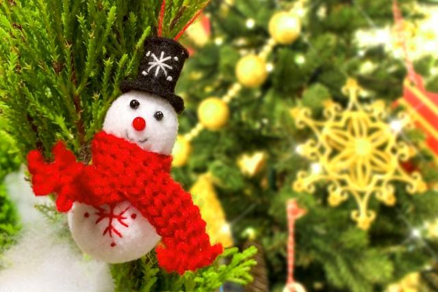 クリスマスツリーと雪だるまの飾り