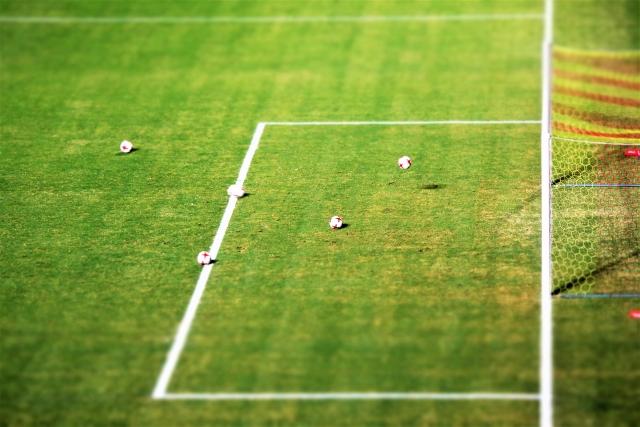 サッカーのゴールとボール
