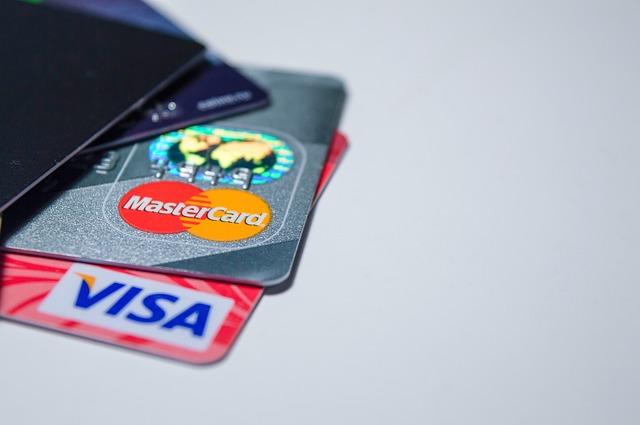 数枚のクレジットカード