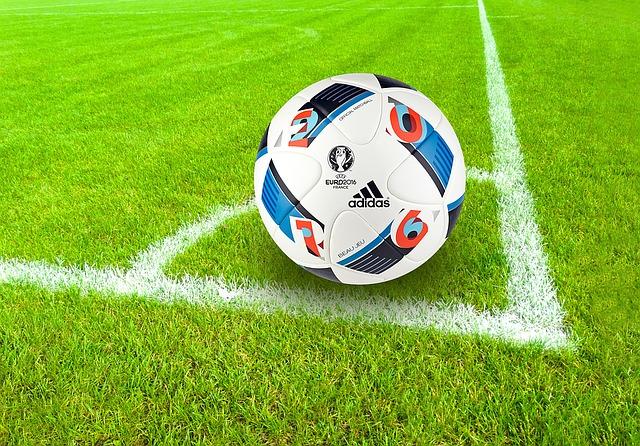 コーナーに置かれたサッカーボール