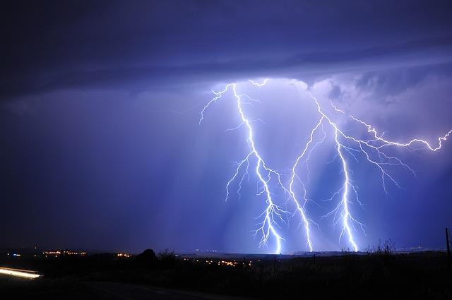 雷が発生している様子