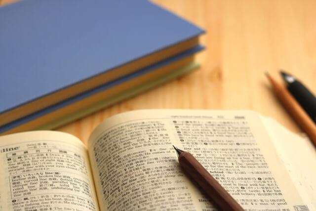 英語の辞書とシャープペン