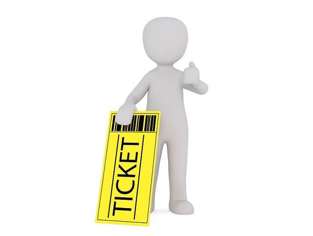 チケットを持つ人