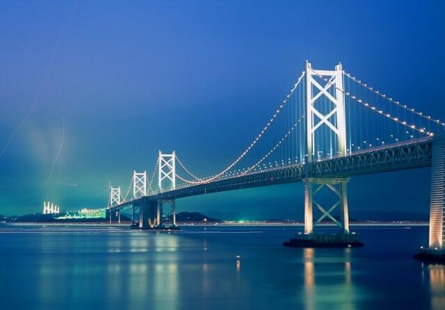 ライトアップされた瀬戸大橋