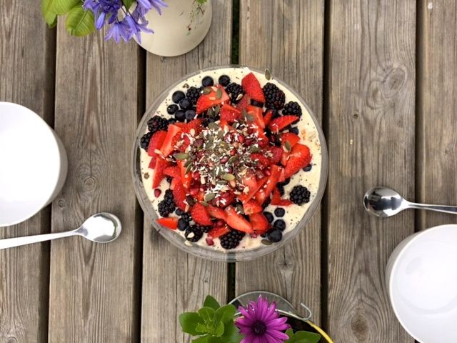 Bircher-Muesli-Recipe-with-berries-and-coconut-milk.-Brunch-at-yoga-retreat-Cornwall