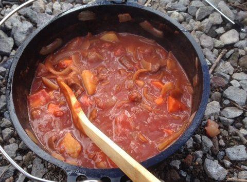 寒い中で食べるビーフシチュー