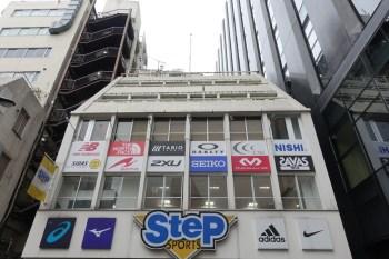 ステップスポーツ新宿本店
