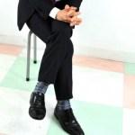 【行動心理学】足を組む、閉じる、動かすなどの仕草とは?