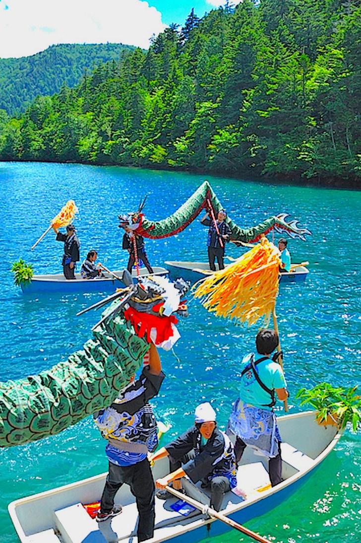 大沼池で「大蛇の湖上渡り」の儀式