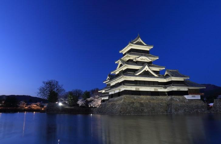 国宝松本城『桜並木光の回廊』