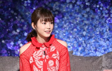 桐谷美玲赤のドレス 画像