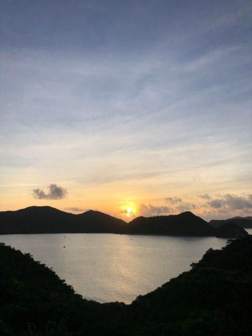 早朝のランニング中に見る慶良間島の朝日