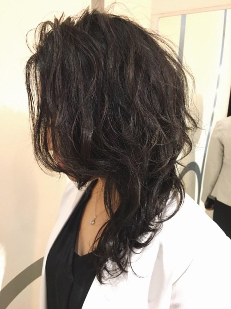 ブラックグレージュのヘアスタイル