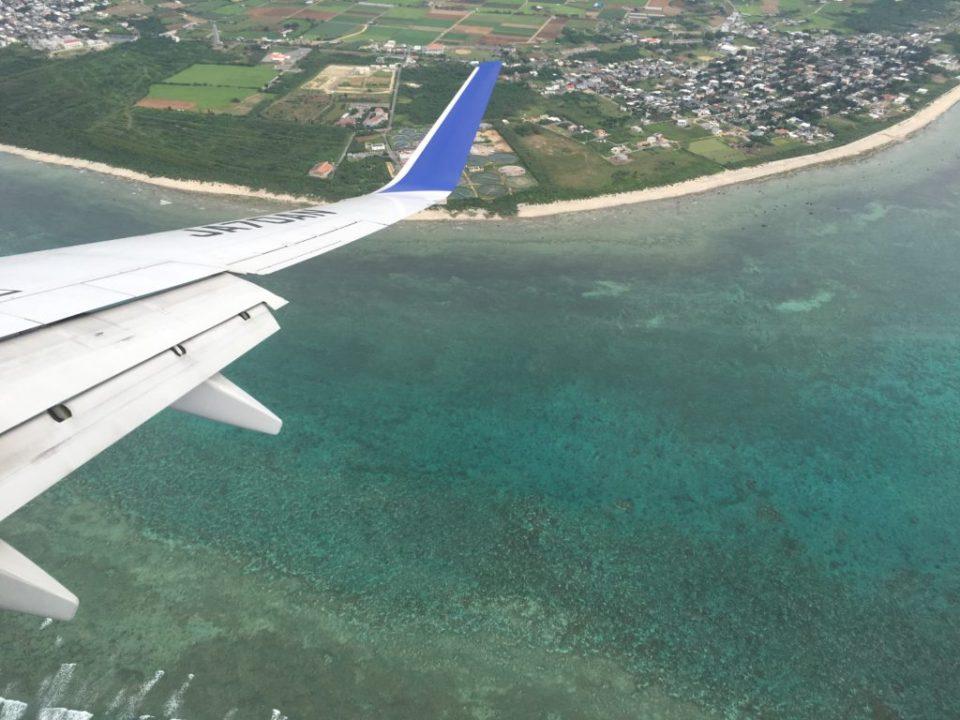 沖縄へ向かう飛行機