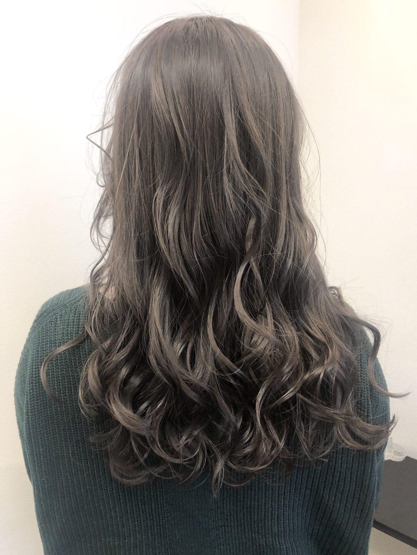 「ジェリーm」を使用したウェットな質感のヘアスタイル