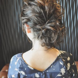 ミディアムヘアのアップスタイル