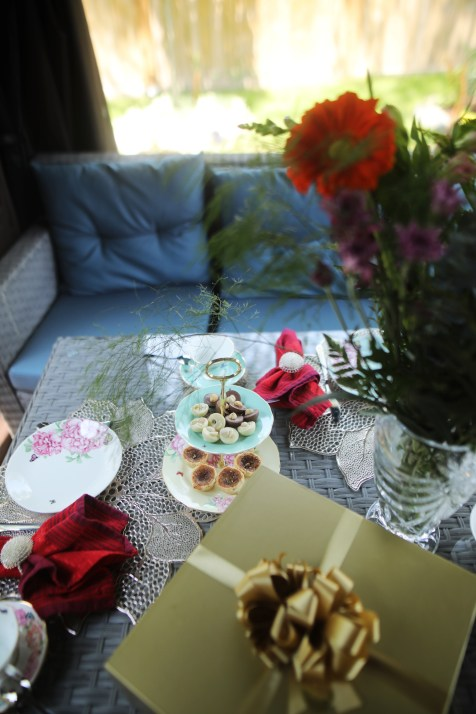 ROYAL ALBERT MIRANDA KERR - FRIENDSHIP DINNERWARE 3-Tier Cake Stand