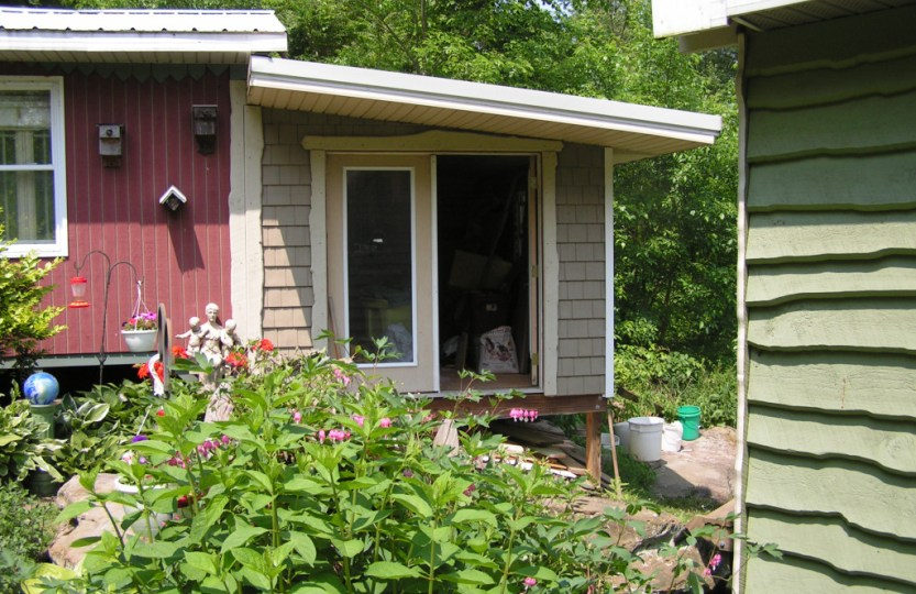 The studio is used for sewing, painting and writing.http://shinytinymansion.com/the-corl-storybook-cottage-picturebook/