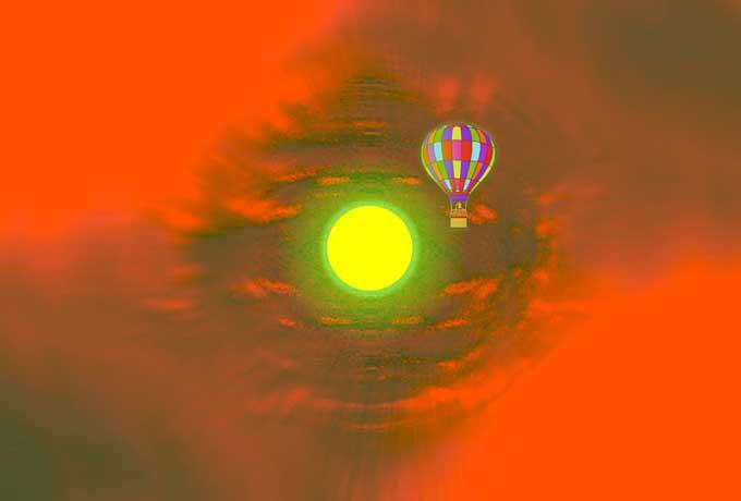 空に気球 赤