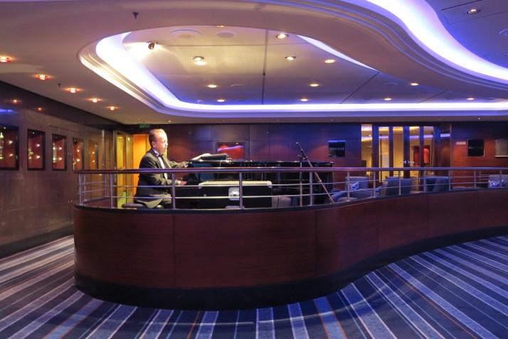 Piano bar: The Commodore Club