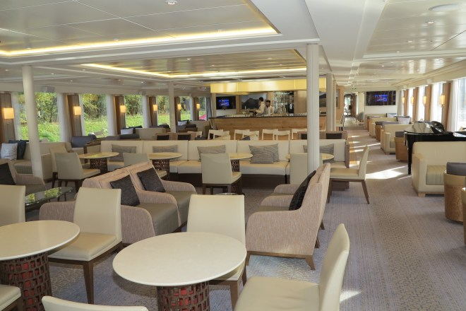 Relaxing: The bar and lounge on Viking Hlin